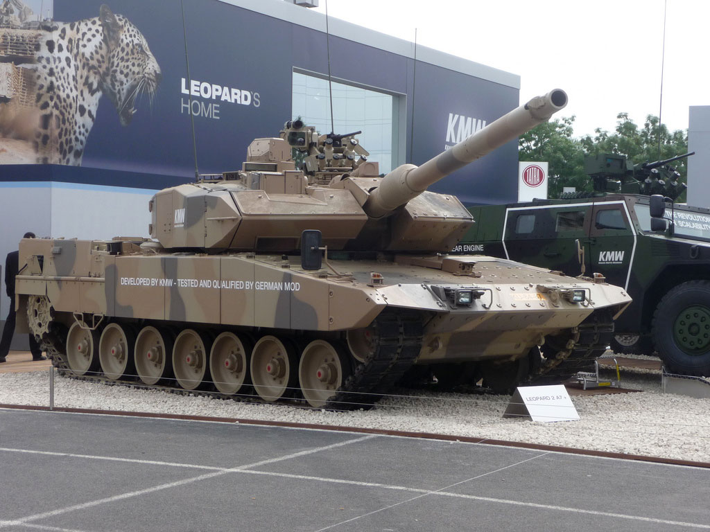leopard 2 mbt steals the show in south africa dutch. Black Bedroom Furniture Sets. Home Design Ideas