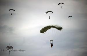 Honduran_American_Halo_Jump_(10018977176)